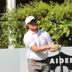 Zac Blair regarde un coup de départ lors du championnat d'Utah 2019.