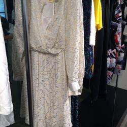 Dress, size 6, $225 (was $2,698)