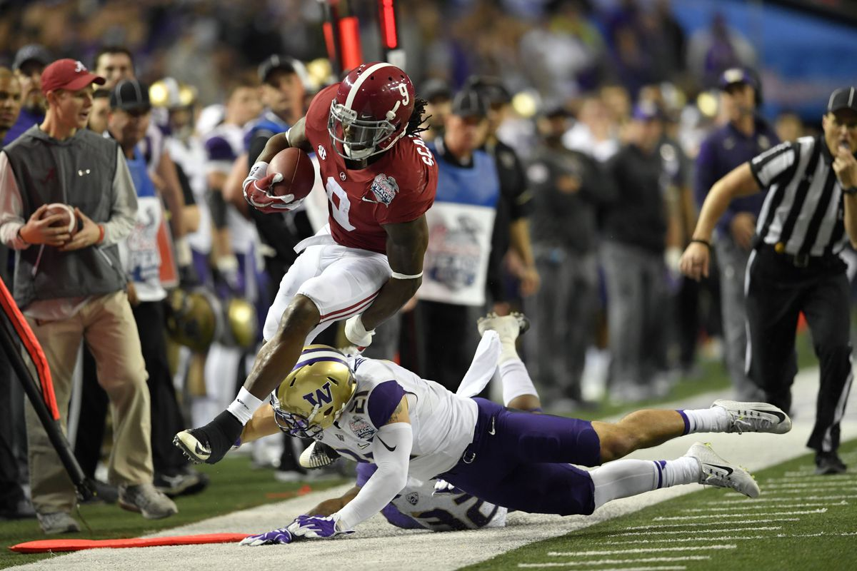 Washington Huskies S Taylor Rapppushes Alabama Crimson Tide RB Bo Scarbrough out of bounds in the 2016 College Football Playoffs Semifinal at the Peach Bowl, Dec. 31, 2016.