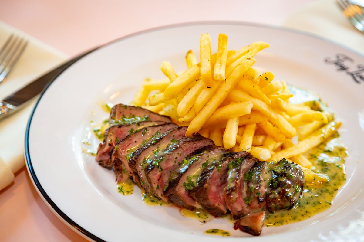 Steak frites with C.A.B. coulotte and sauce du Clermont