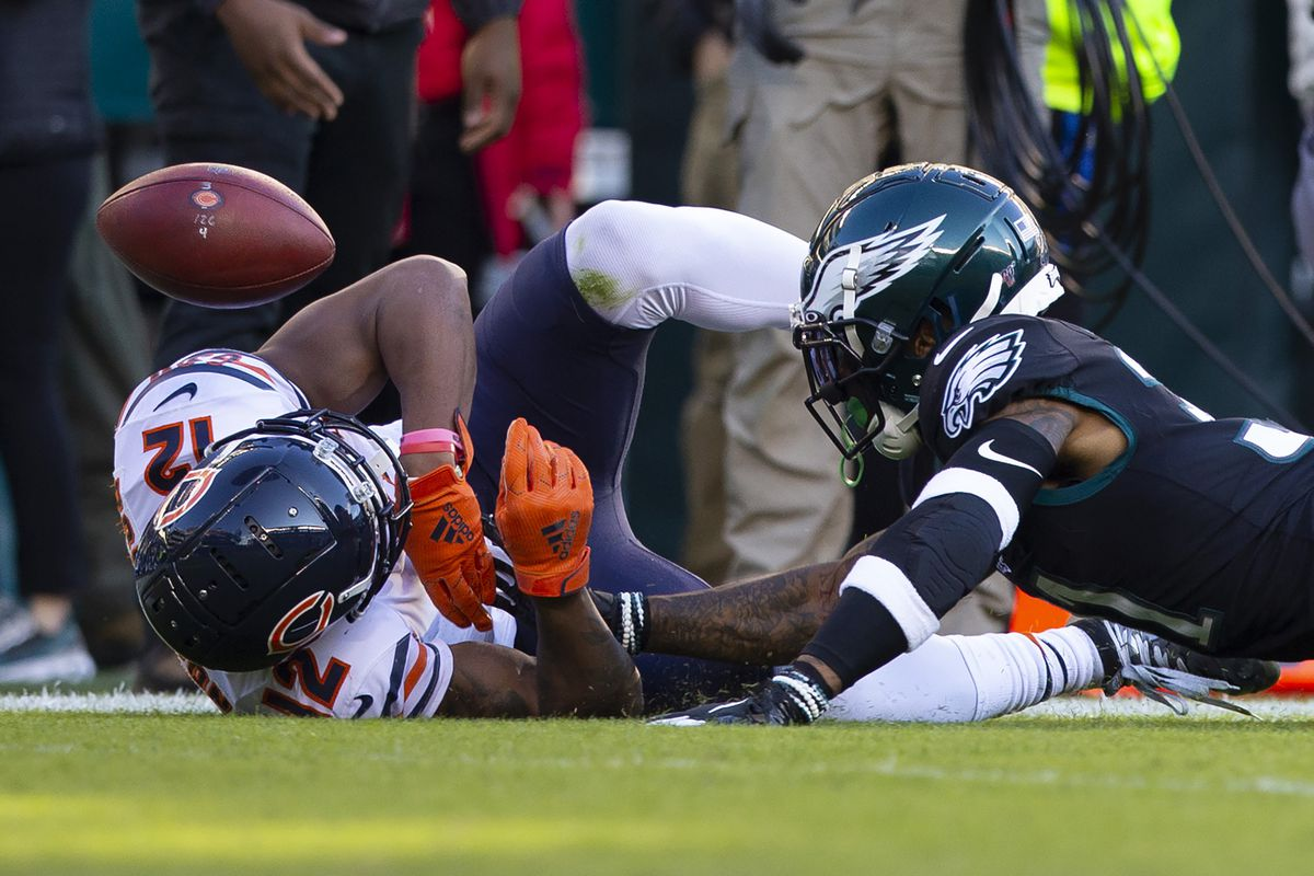The Bears' Allen Robinson can't make the catch against Jalen Mills of the Philadelphia Eagles in the third quarter at Lincoln Financial Field on Sunday.