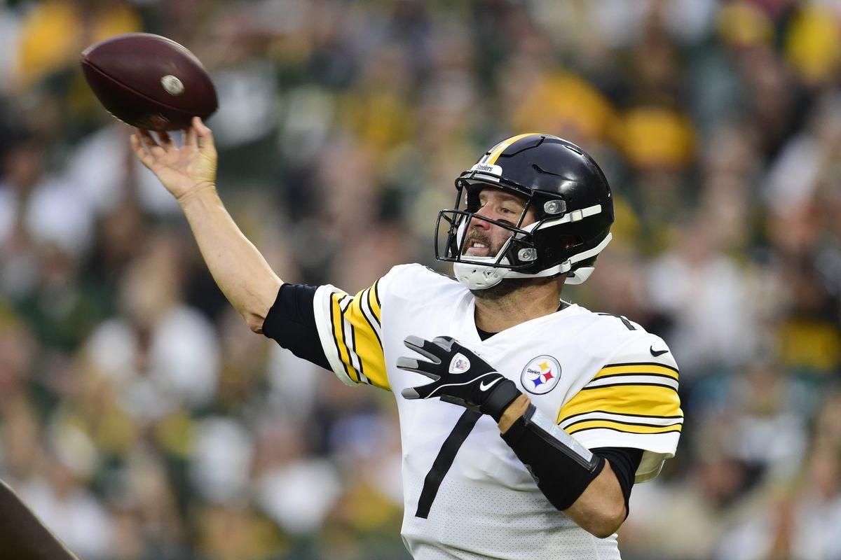 Ben Roethlisberger #7 of the Pittsburgh Steelers throws a pass against the Green Bay Packers in the second half at Lambeau Field on October 03, 2021 in Green Bay, Wisconsin.