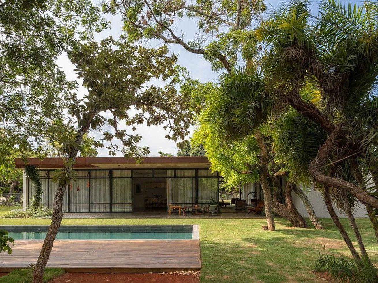 Modern home offers understated indoor-outdoor living