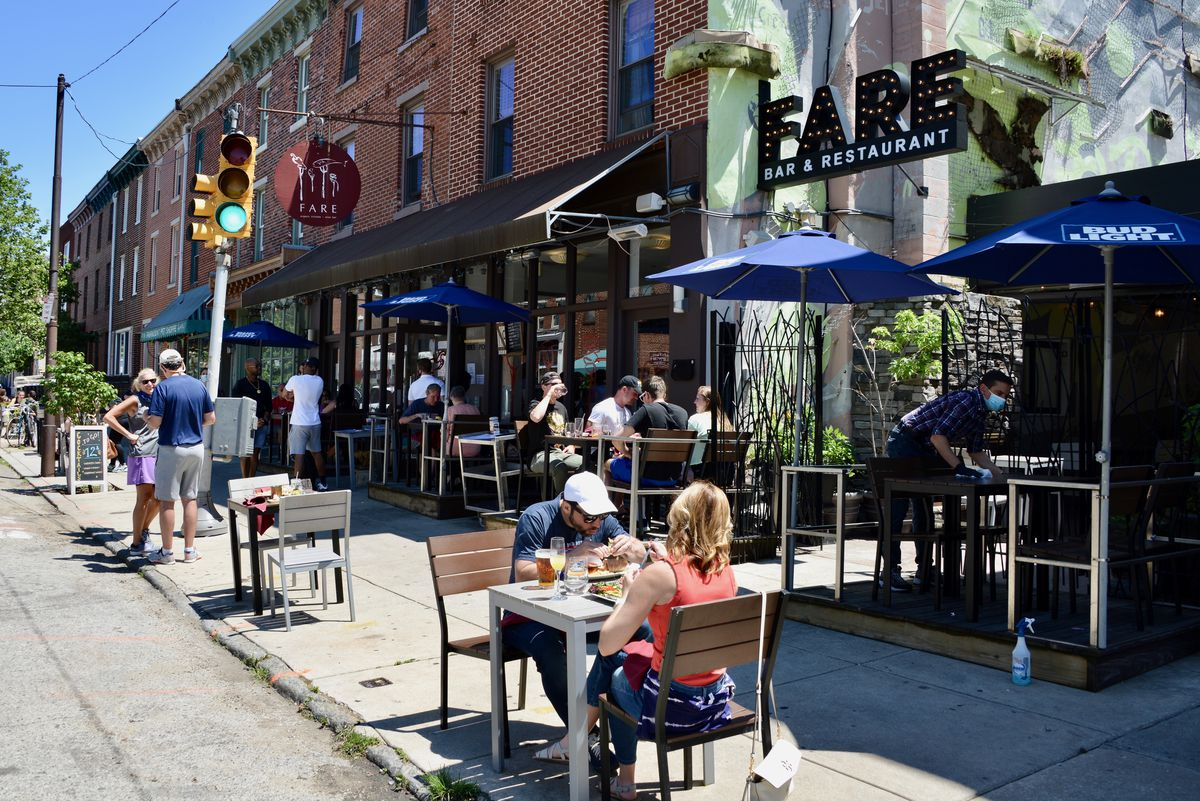 restaurants with outdoor tables