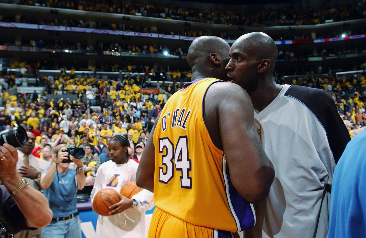 Shaquille O'Neal talks with Kevin Garnett