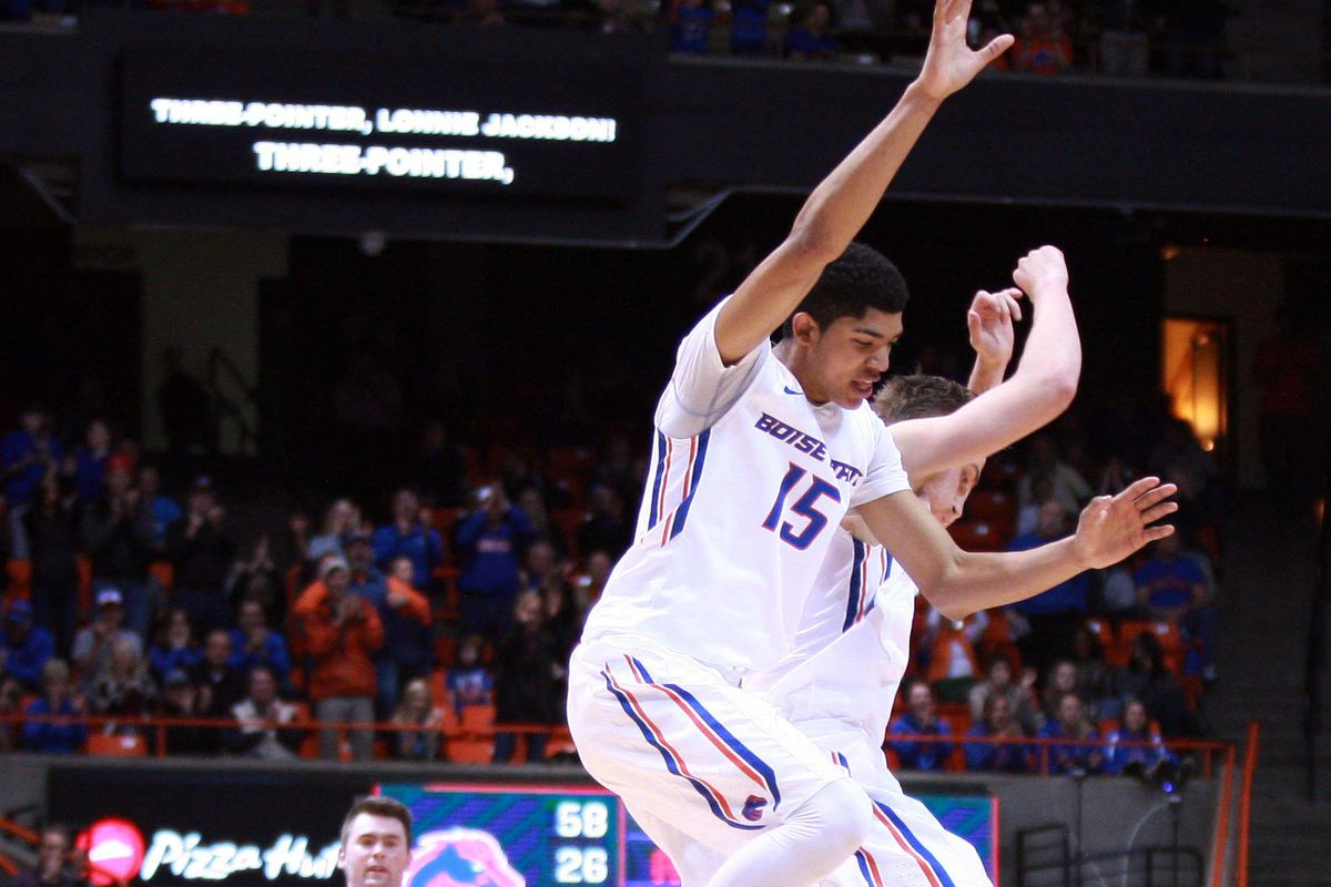 Williams' midcourt 3 lifts Boise State over OR  73-70
