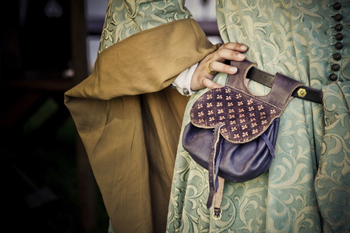 history of handbags, History of Handbags, Outdressing