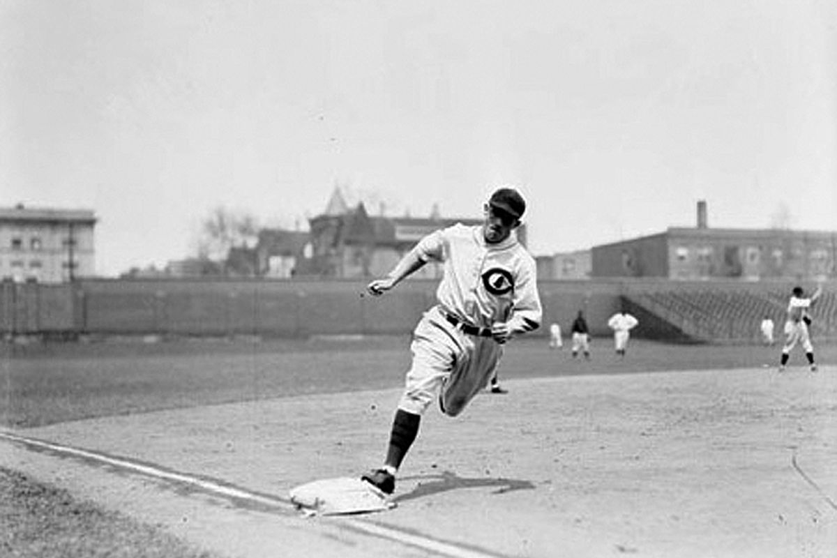 Kiki Cuyler rounds third base during practice at Wrigley Field. <em>SDN-069845, Chicago Daily News negatives collection, Chicago History Museum.</em>
