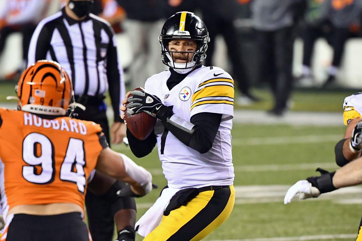 Quarterback Ben Roethlisberger #7 of the Pittsburgh Steelers passes against the Cincinnati Bengals at Paul Brown Stadium on December 21, 2020 in Cincinnati, Ohio.
