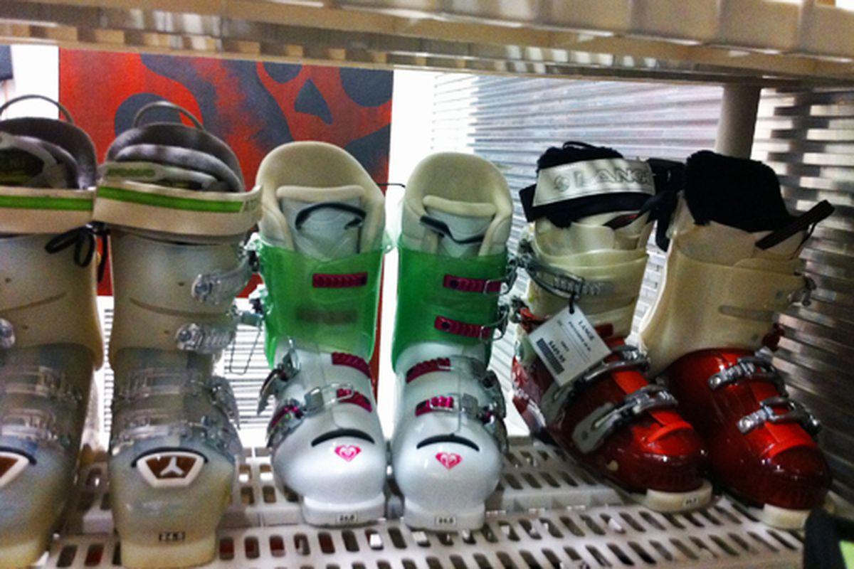 "Image via <a href=""http://samplesally.com/2010/09/15/paragon-sports-warehouse-sale/"">Sample Sally</a>"