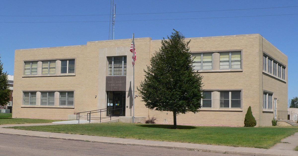 Hayes_county__nebraska_courthouse_from_se_1