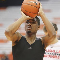 Louisville's Donovan Mitchell shoots an NCAA college basketball game against Syracuse in Syracuse, N.Y., Monday, Feb. 13, 2017. (AP Photo/Nick Lisi)