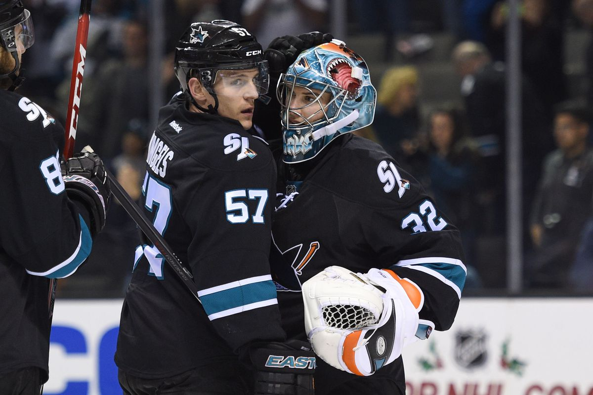 Tommy Wingels trying to save Alex Stalock from getting trapped in Minnesota again