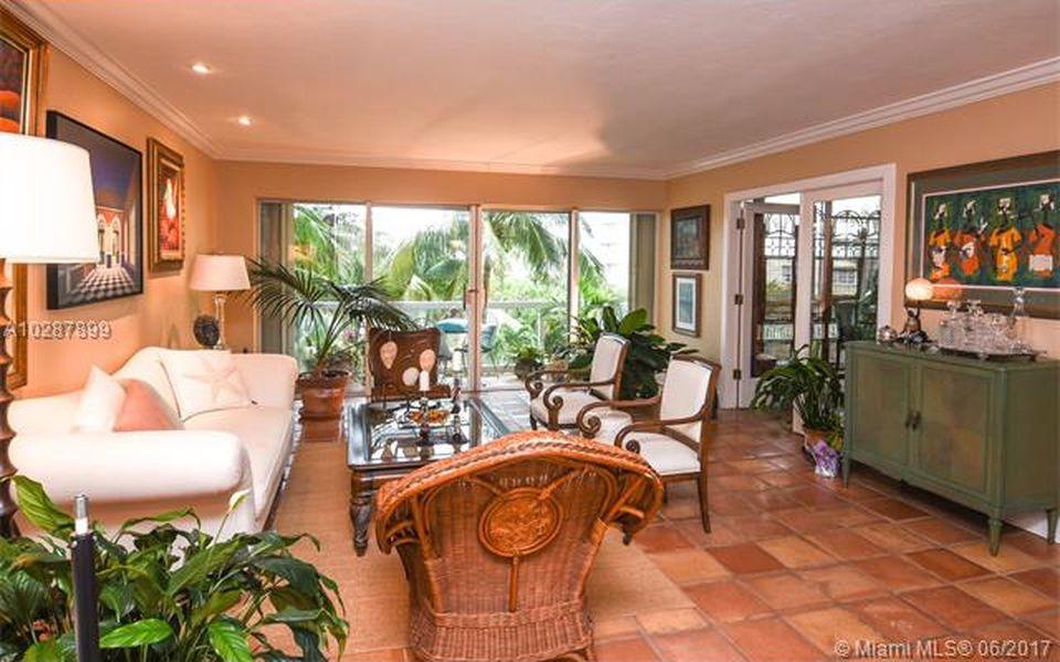 5 домов в Майами дешевле $ 500000