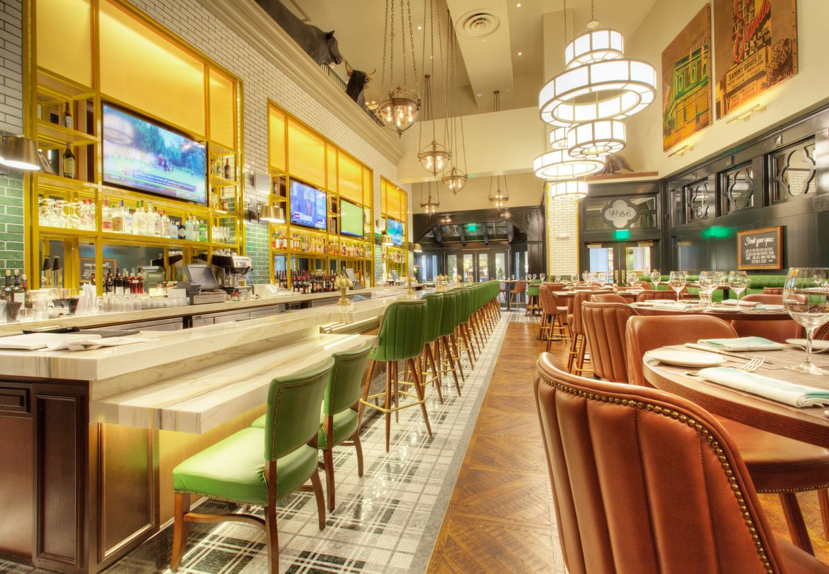 The downstairs bar at Smith & Wollensky