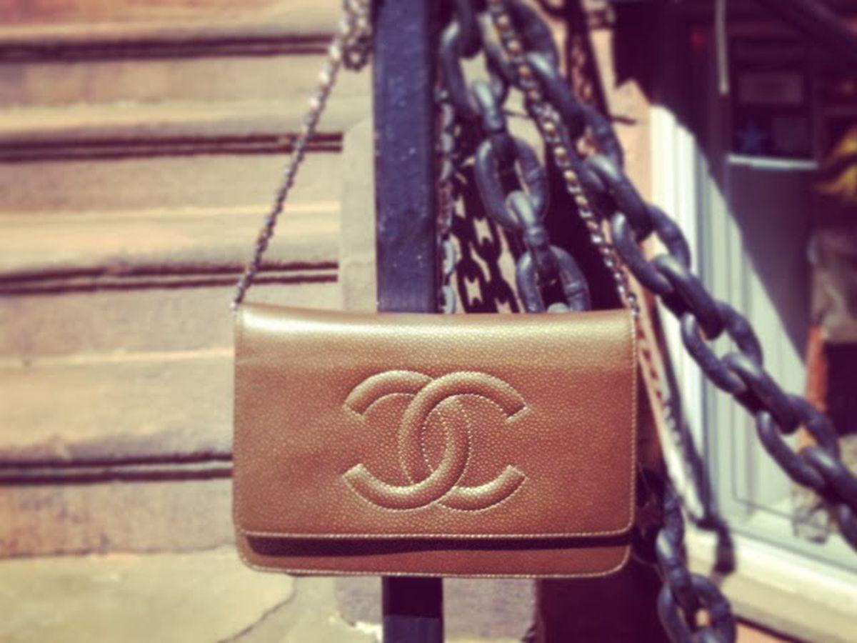 "Vintage Chanel via <a href=""http://blog.closetboston.com/2013/09/chanel-woc.html"">The Closet</a>"