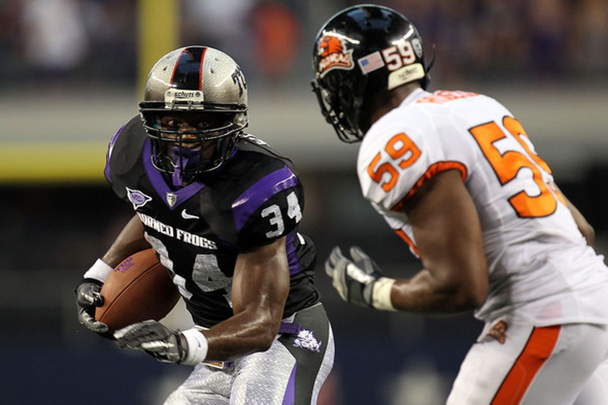 ARLINGTON TX - SEPTEMBER 04:  Tailback Ed Wesley #34 of the TCU Horned Frogs runs the ball past Dwight Roberson #59 of the Oregon State Beavers at Cowboys Stadium on September 4 2010 in Arlington Texas.  (Photo by Ronald Martinez/Getty Images)