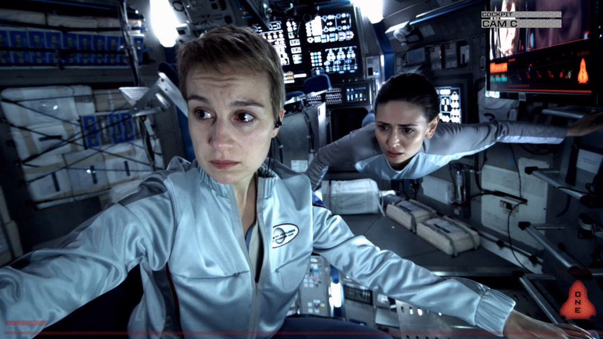 Europa Report - two astronauts on their way to Jupiter's moon