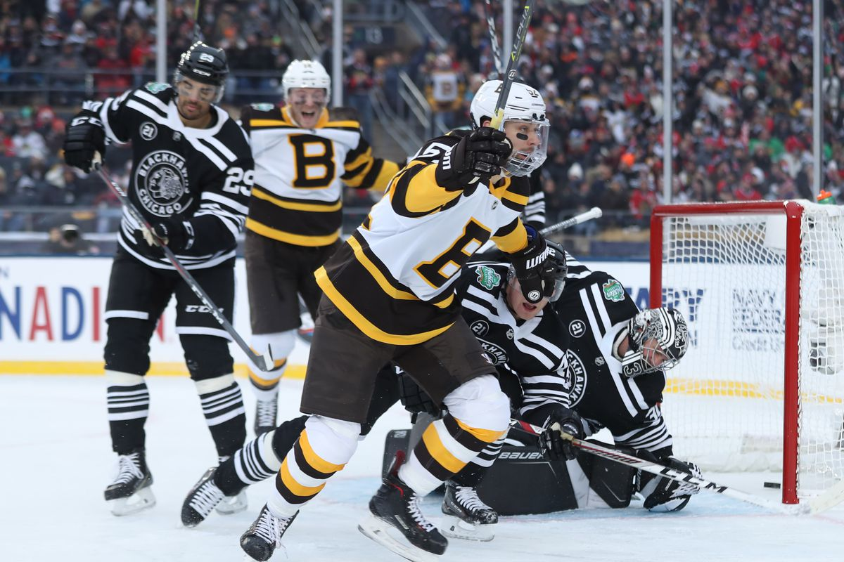 Blackhawks Fall 4 2 To Bruins Remain Winless In Winter Classic
