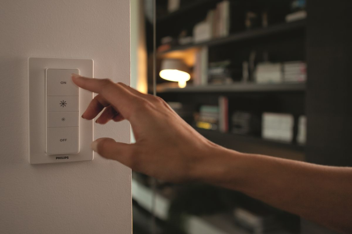 Hue dimmer wall