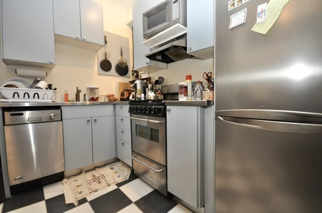 A small kitchen with an L-shaped counter.