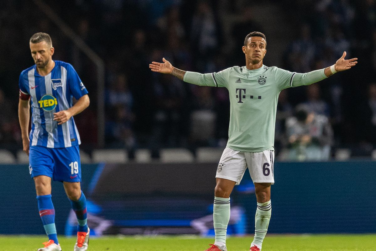 BERLIN, GERMANY - SEPTEMBER 28: Thiago Alcantara of FC Bayern Muenchen reacts after Vedad Ibisevic of Hertha BSC scores his team's first goal during the Bundesliga match between Hertha BSC and FC Bayern Muenchen at Olympiastadion on September 28, 2018 in Berlin, Germany.