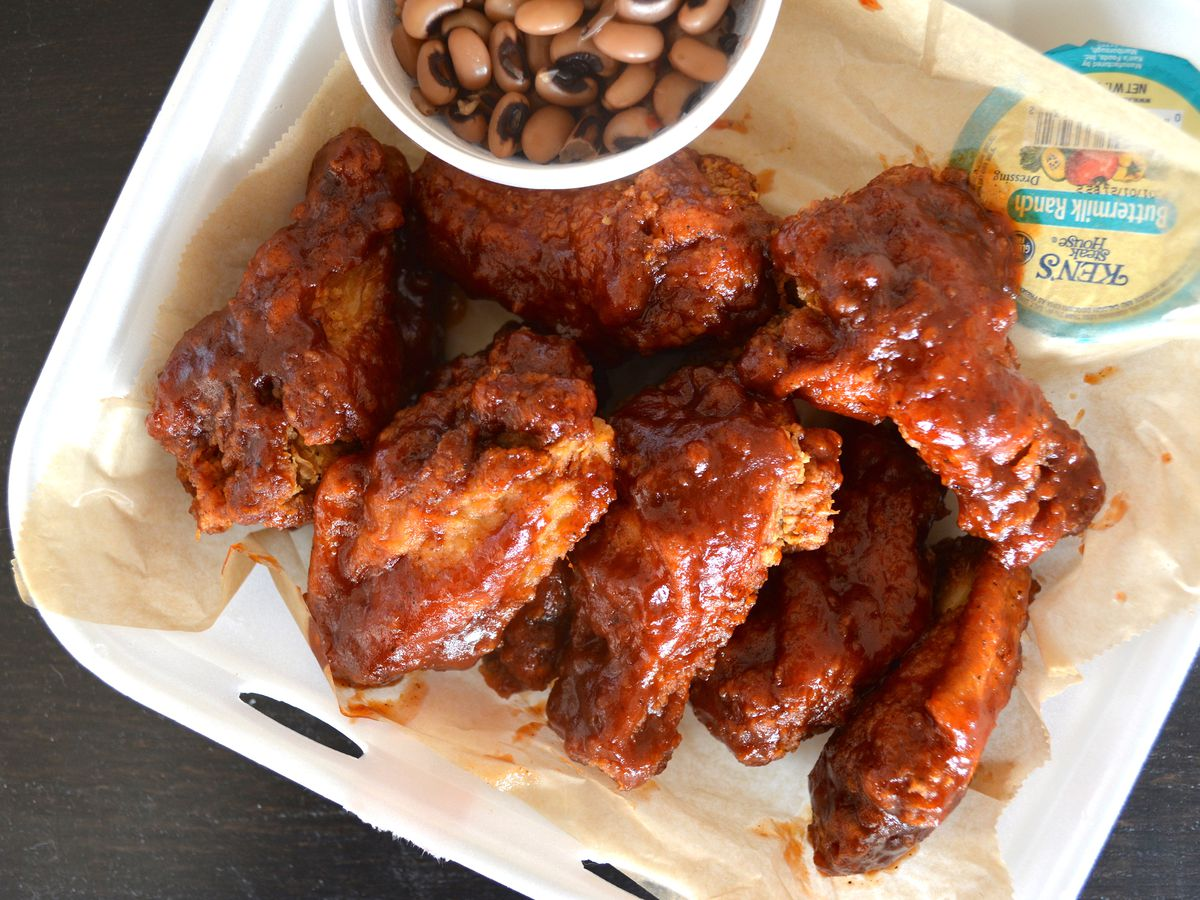 Chicken wings with black-eyed peas