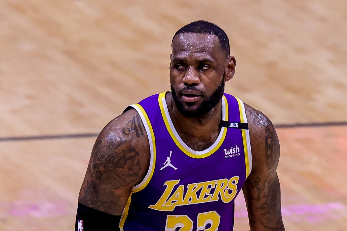 Los Angeles Lakers forward LeBron James takes a moment against New Orleans Pelicans during the first half at the Smoothie King Center.
