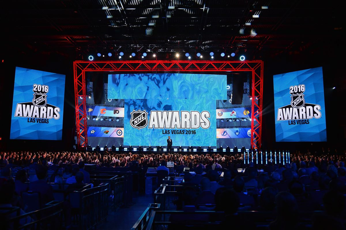 Wayne Gretzky to present Hart Trophy at NHL Awards