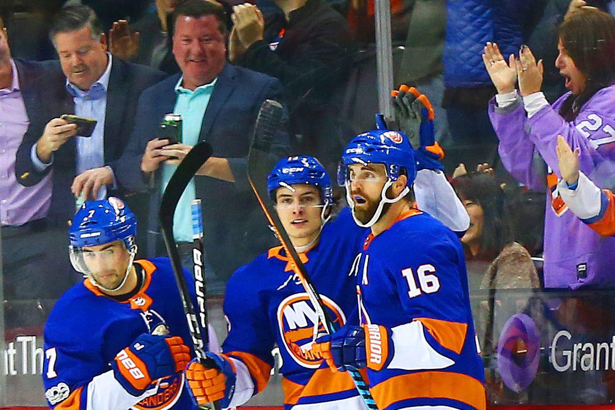 NHL: Carolina Hurricanes at New York Islanders