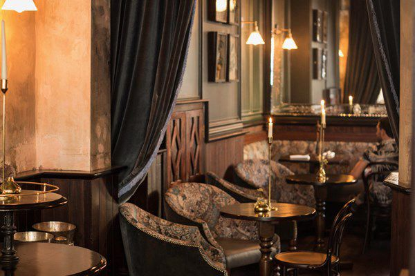 A cosy pub, The Cleveland Arms in Paddington has a crackling fireplace