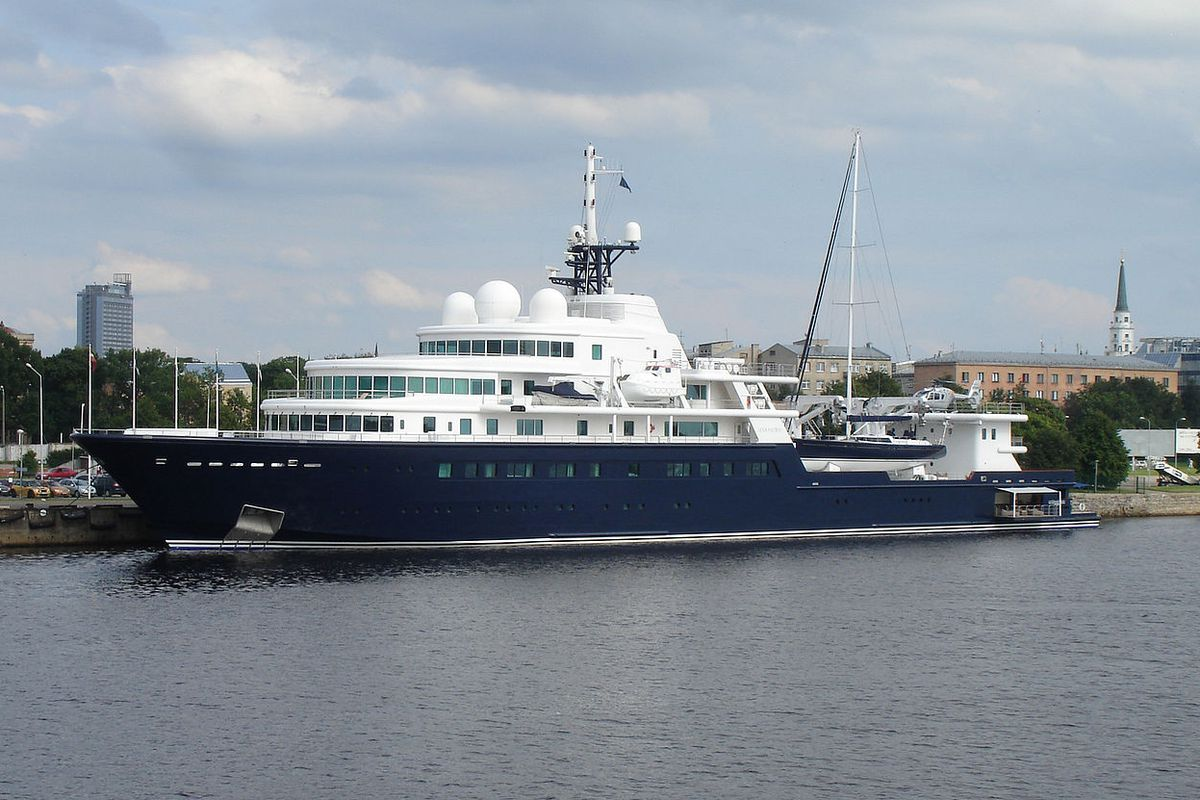 Miami Yacht Watch The 370 Foot Le Grand Bleu Curbed Miami