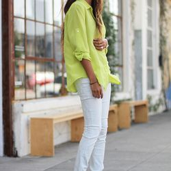 """Julie of <a href=""""http://www.sincerelyjules.com/"""">Sincerely, Jules</a> is wearing <a href=""""http://www.7forallmankind.com/The_Skinny_in_White_with_Silver_Jacquard_Snake/pd/np/2340/p/7523.html"""">7 For All Mankind</a> jeans, a Madewell blouse and Sigerson Mor"""