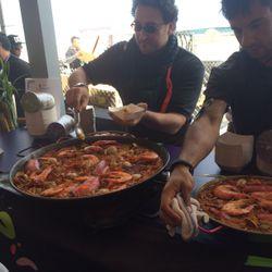 Piripiri Miami chefs preparing paella at Grand Tasting