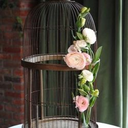 """<a href=""""http://rebeccashepherdfloraldesign.com/"""">Rebecca Shepherd Floral Design, Park Slope:</a> Shepherd has a vintage-meets-whimsical style, using props ranging from antique typewriters to glass bottles and the always-appropriate Mason jar. Another plu"""
