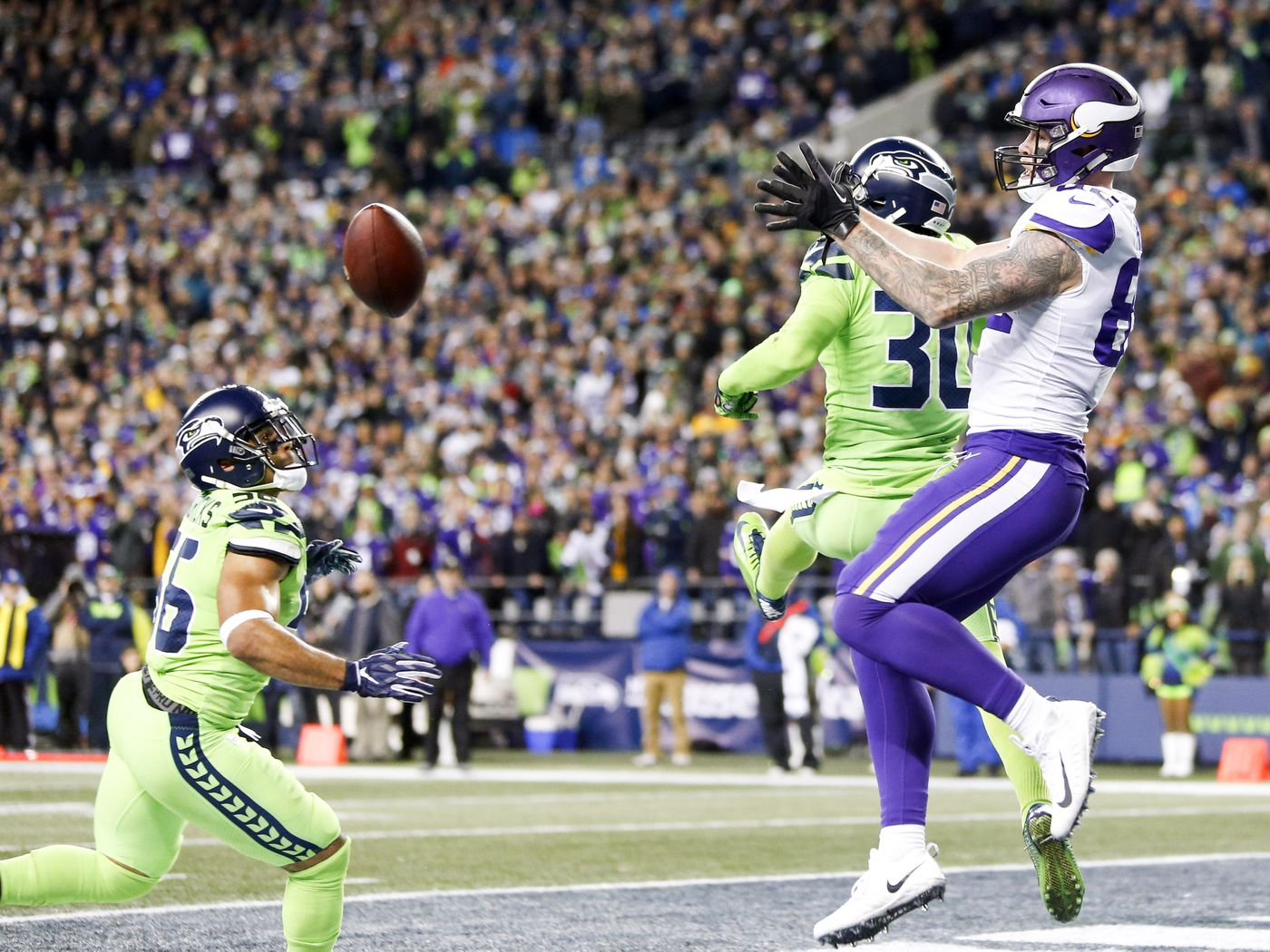 2ccfdcc02 Minnesota Vikings at Seattle Seahawks Week 14  Five Game-Changing Plays -  Daily Norseman