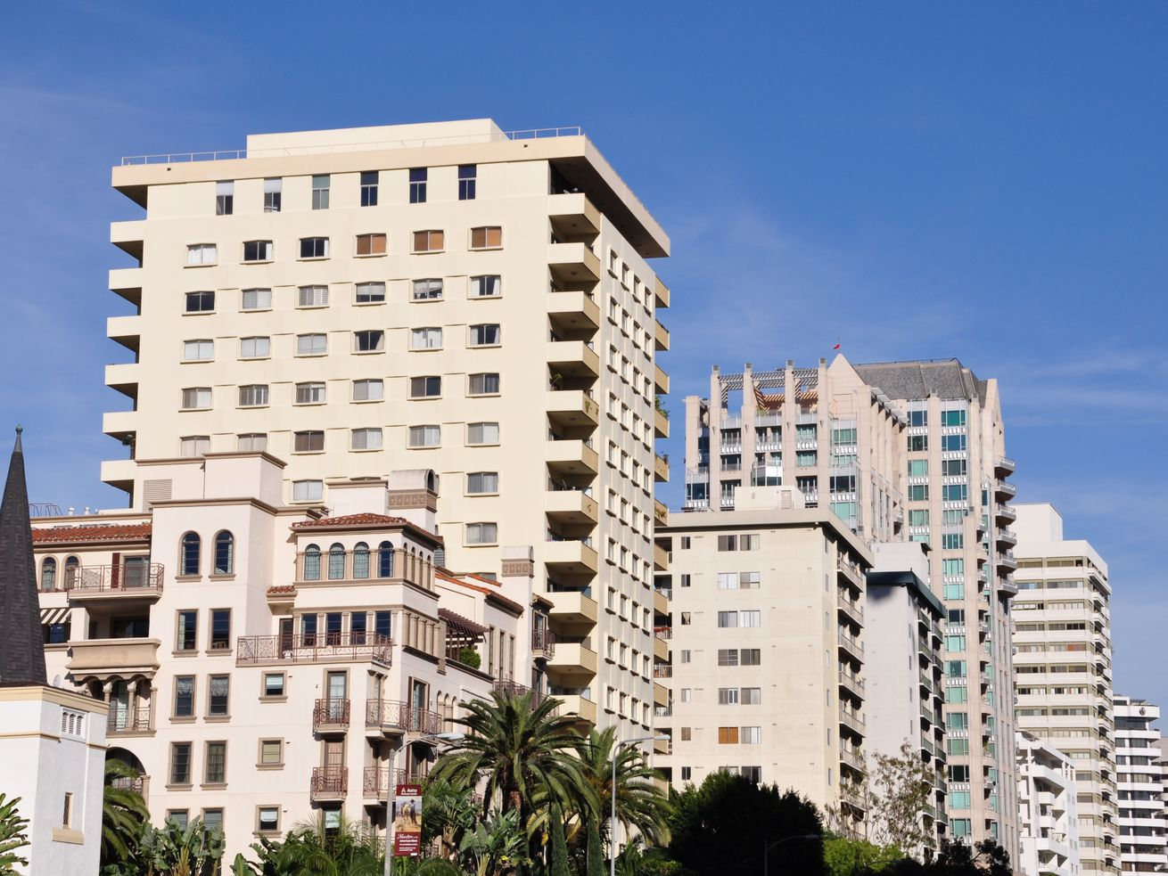 A median-priced LA County condo sold for $430,000 in December.