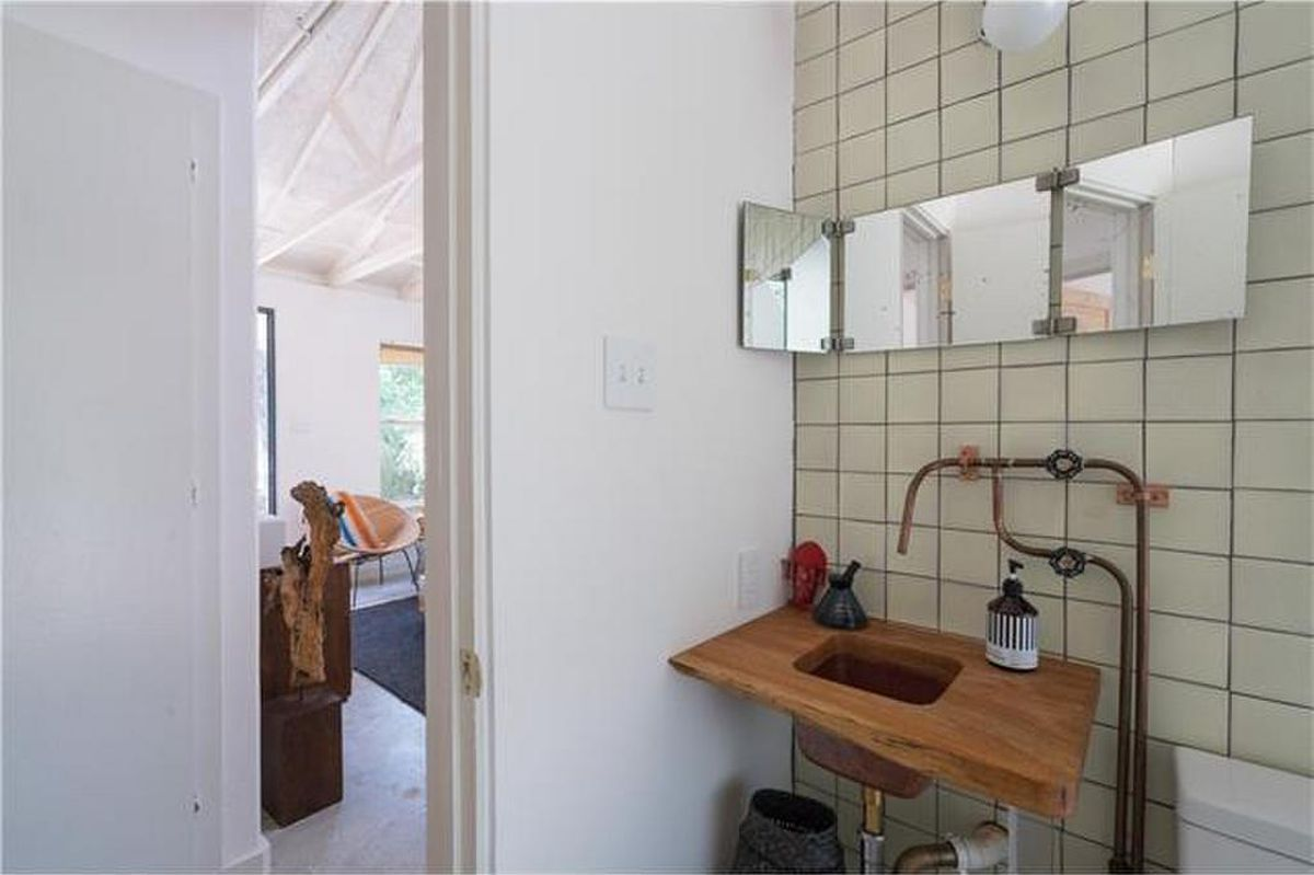 Tiny house in Montopolis asks $329K - Curbed Austin