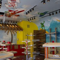 The future Señor Frog's store.