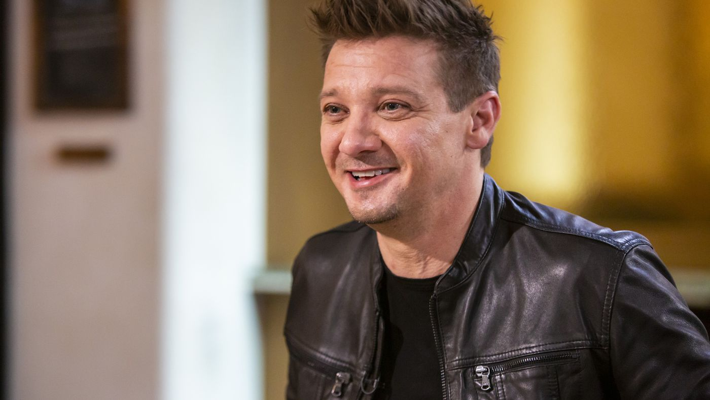 Jeremy Renner's App, Tips for Scarlett Johansson's Publicist, and Bella Thorne's Skin-Care Routine
