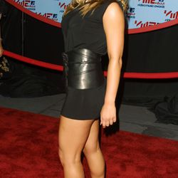 The Bombshell (2001): For the VMAs, Jessica Simpson wore an oversized, belted black T-shirt as a dress and called it a day.