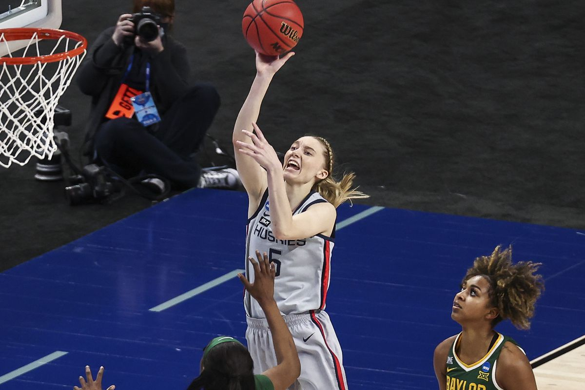 UConn Huskies guard Paige Bueckers (5) shoots the ball during the third quarter against the Baylor Lady Bears in the Elite Eight of the 2021 Women's NCAA Tournament at Alamodome.