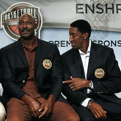 Basketball Hall of Fame inductee Scottie Pippen, right, points to fellow inductee Karl Malone's short jacket sleeves during the enshrinement news conference at the Hall of Fame Museum in Springfield, Mass., Friday.