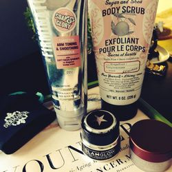 """While the mask was drying, I also used <b>Fresh</b> <a href=""""http://shop.nordstrom.com/s/fresh-sugar-lip-polish/3470144?cm_cat=datafeed&cm_ite=fresh%28r%29_sugar_lip_polish:651453&cm_pla=skin/body_treatment:women:scrub&cm_ven=Google_Product_Ads&mr:referra"""