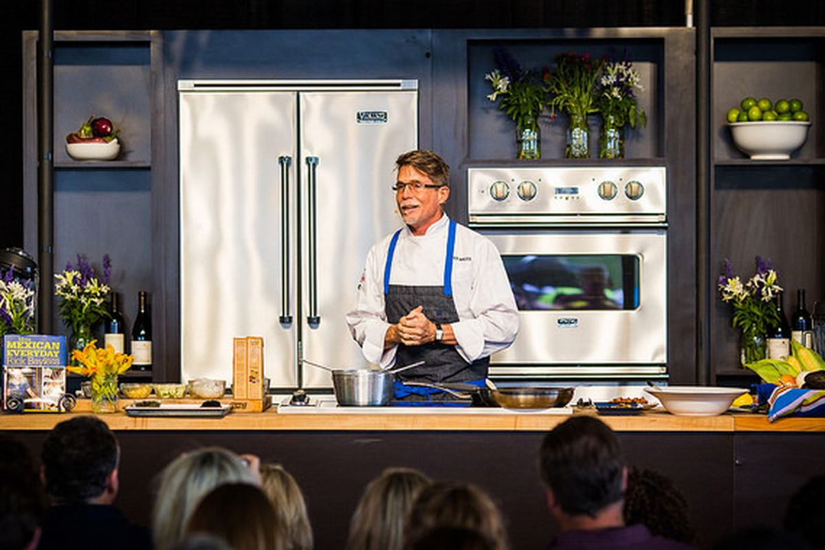 Chef Rick Bayless bemoaning the lack of a wood grill at Chicago Food+Wine Festival.