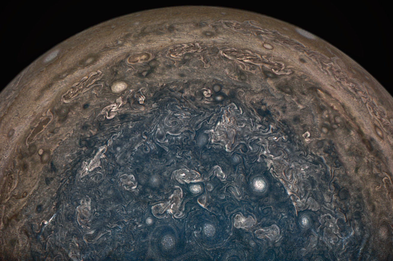 nasa s juno spacecraft finds planet sized cyclones and a dynamic magnetic field at jupiter