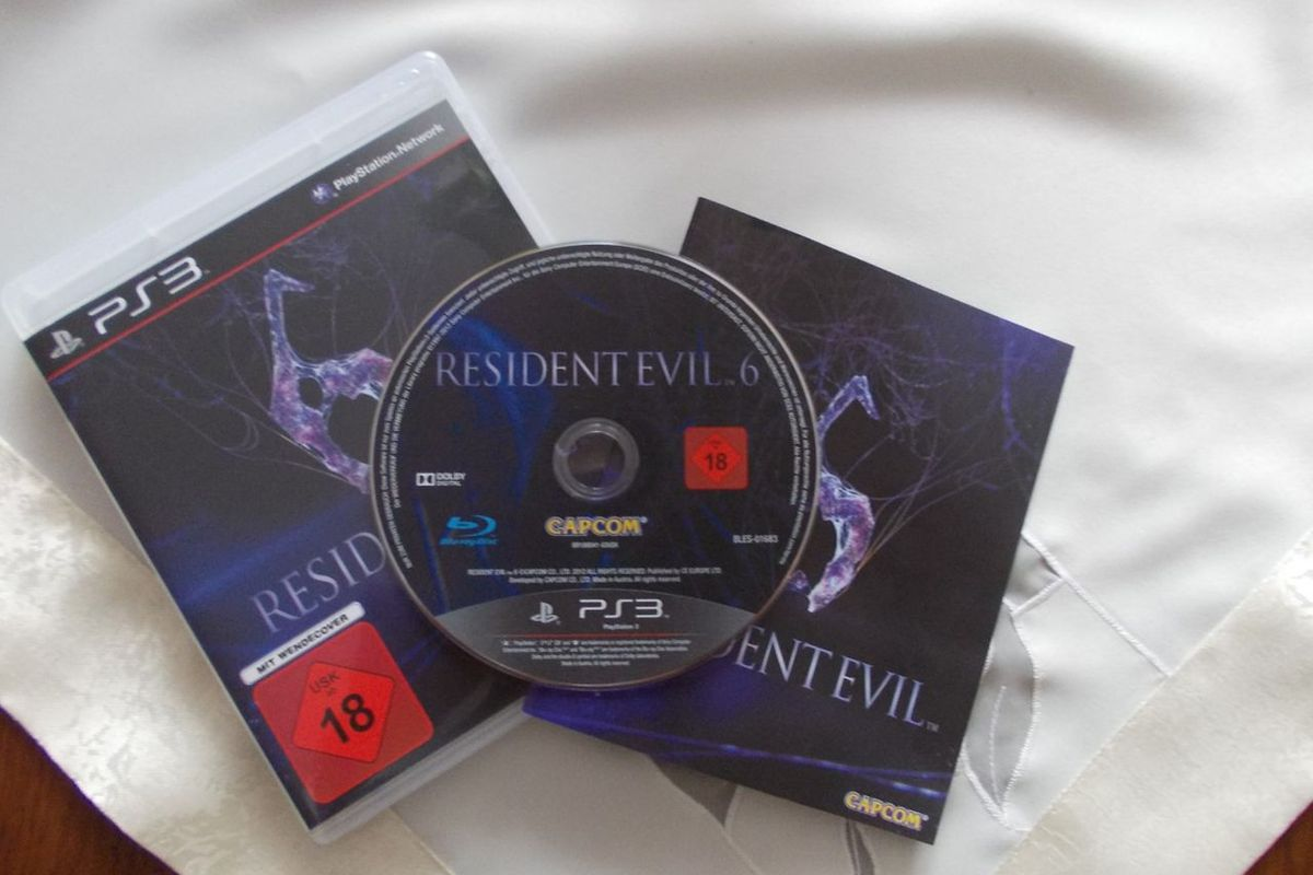 "via <a href=""http://neogo.pl/files/2012/08/resident-evil-6-neo-go-neo-plus-1.jpg"">neogo.pl</a>"