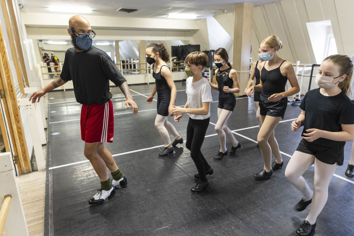 Jumaane Taylor instructs young students in a tap dance class at the Ruth Page Center for the Arts.