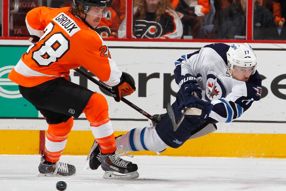 Jets #17 James Wright takes a shot around Flyers #28 Claude Giroux