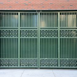 Sat 3:34 p.m. The inner door at Gate Q (the knothole gate) is in the closed position -